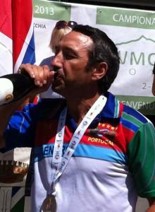 Joaquim Sousa bebendo pela Prata