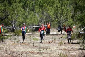 Equipa iniciadas femininas a terminar a prova